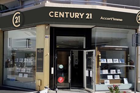 vente maison la roche sur yon 85000 avec century 21. Black Bedroom Furniture Sets. Home Design Ideas