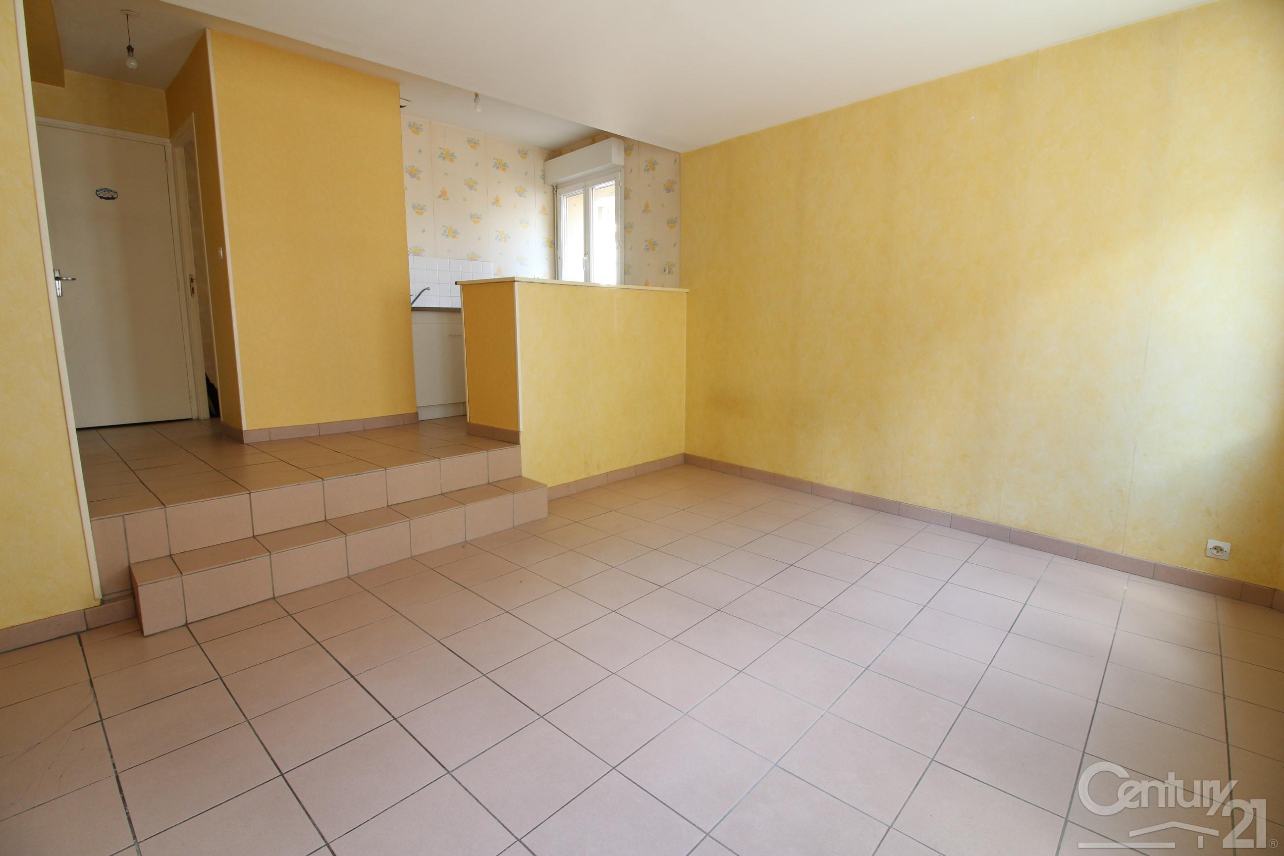 Appartement à louer - 2 pièces - 33 m2 - LILLEBONNE - 76 - HAUTE-NORMANDIE