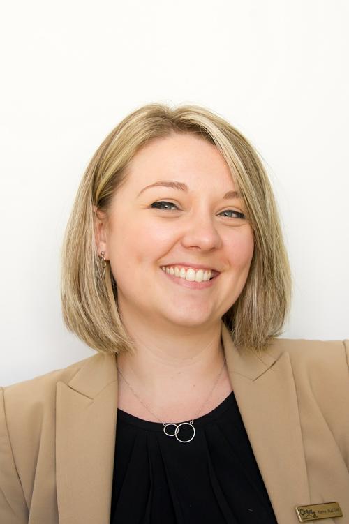 Karine allogne assistante agence century21 duprat donnesse à la teste de buch immobilier