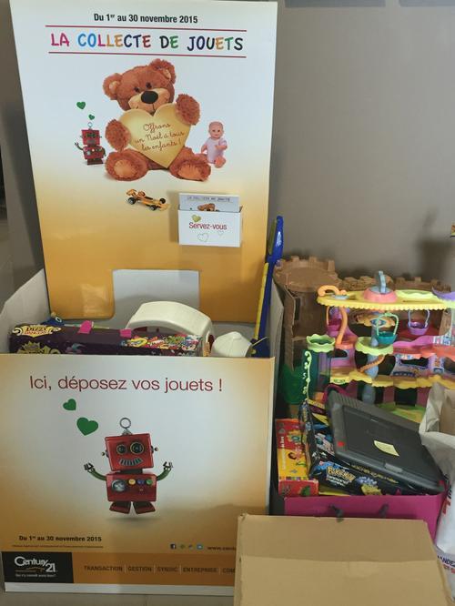 La récolte de jouets dans l'agence immobilière Century 21 CAI de Carquefou