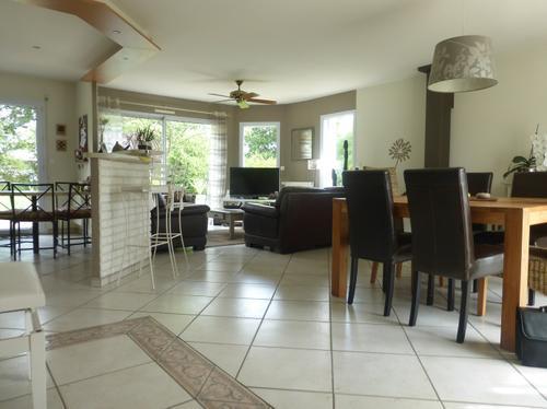 Maison 4 chambres avec vie de plain-pied à vendre dans le bourg de Carquefou par l'agence immobilière Century 21 CAI
