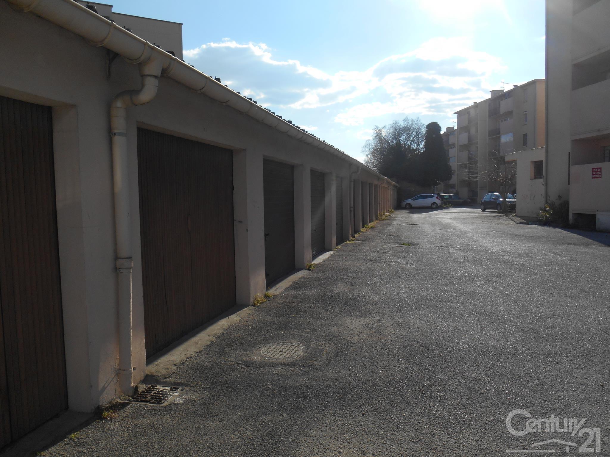 Parking à louer - 15 m2 - LUNEL - 34 - LANGUEDOC-ROUSSILLON