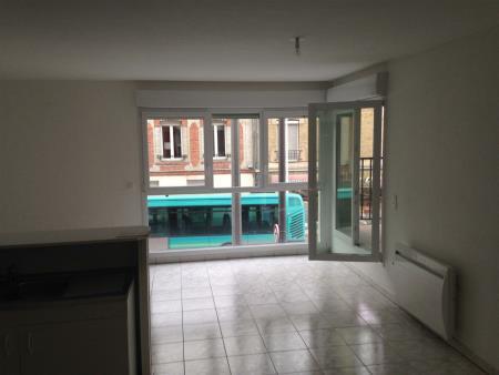 Appartement à louer - 3 pièces - 70 m2 - REIMS - 51 - CHAMPAGNE-ARDENNE
