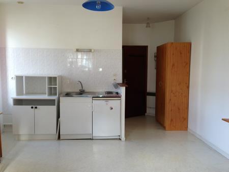 Appartement à louer - 1 pièce - 25 m2 - REIMS - 51 - CHAMPAGNE-ARDENNE