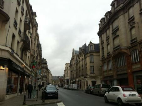 Appartement à louer - 5 pièces - 120 m2 - REIMS - 51 - CHAMPAGNE-ARDENNE