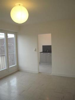 Appartement à louer - 2 pièces - 43 m2 - TROYES - 10 - CHAMPAGNE-ARDENNE