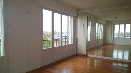 Appartement à louer - 2 pièces - 70 m2 - TROYES - 10 - CHAMPAGNE-ARDENNE