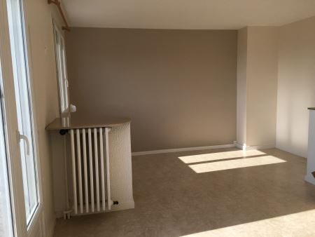 Appartement à louer - 4 pièces - 65 m2 - TROYES - 10 - CHAMPAGNE-ARDENNE