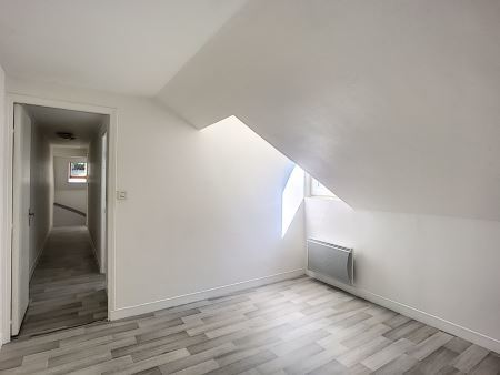 Appartement à louer - 3 pièces - 75 m2 - TROYES - 10 - CHAMPAGNE-ARDENNE