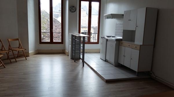 Appartement à louer - 1 pièce - 40 m2 - TROYES - 10 - CHAMPAGNE-ARDENNE