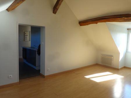 Appartement à louer - 3 pièces - 40 m2 - SENS - 89 - BOURGOGNE