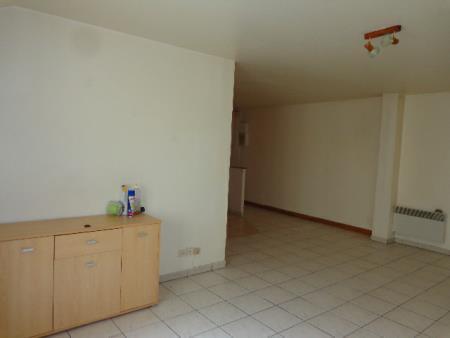 Appartement à louer - 2 pièces - 56 m2 - SENS - 89 - BOURGOGNE