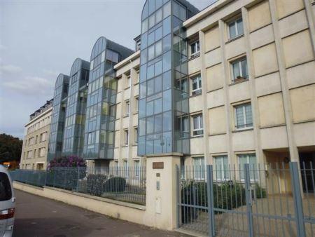 Appartement à louer - 2 pièces - 41 m2 - SENS - 89 - BOURGOGNE