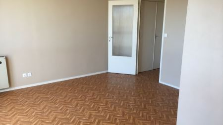 Appartement à louer - 1 pièce - 27 m2 - ST JULIEN LES VILLAS - 10 - CHAMPAGNE-ARDENNE