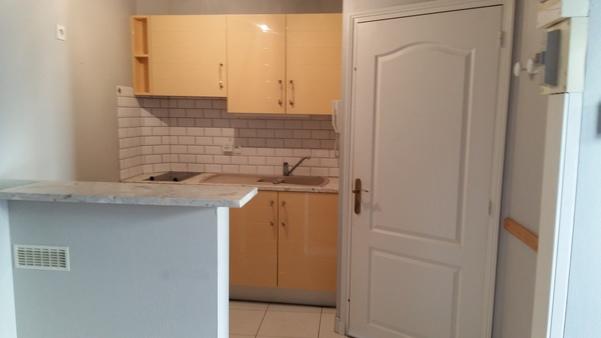 Appartement à louer - 2 pièces - 32 m2 - TROYES - 10 - CHAMPAGNE-ARDENNE