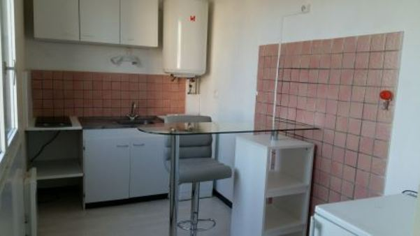 Appartement à louer - 1 pièce - 31 m2 - TROYES - 10 - CHAMPAGNE-ARDENNE