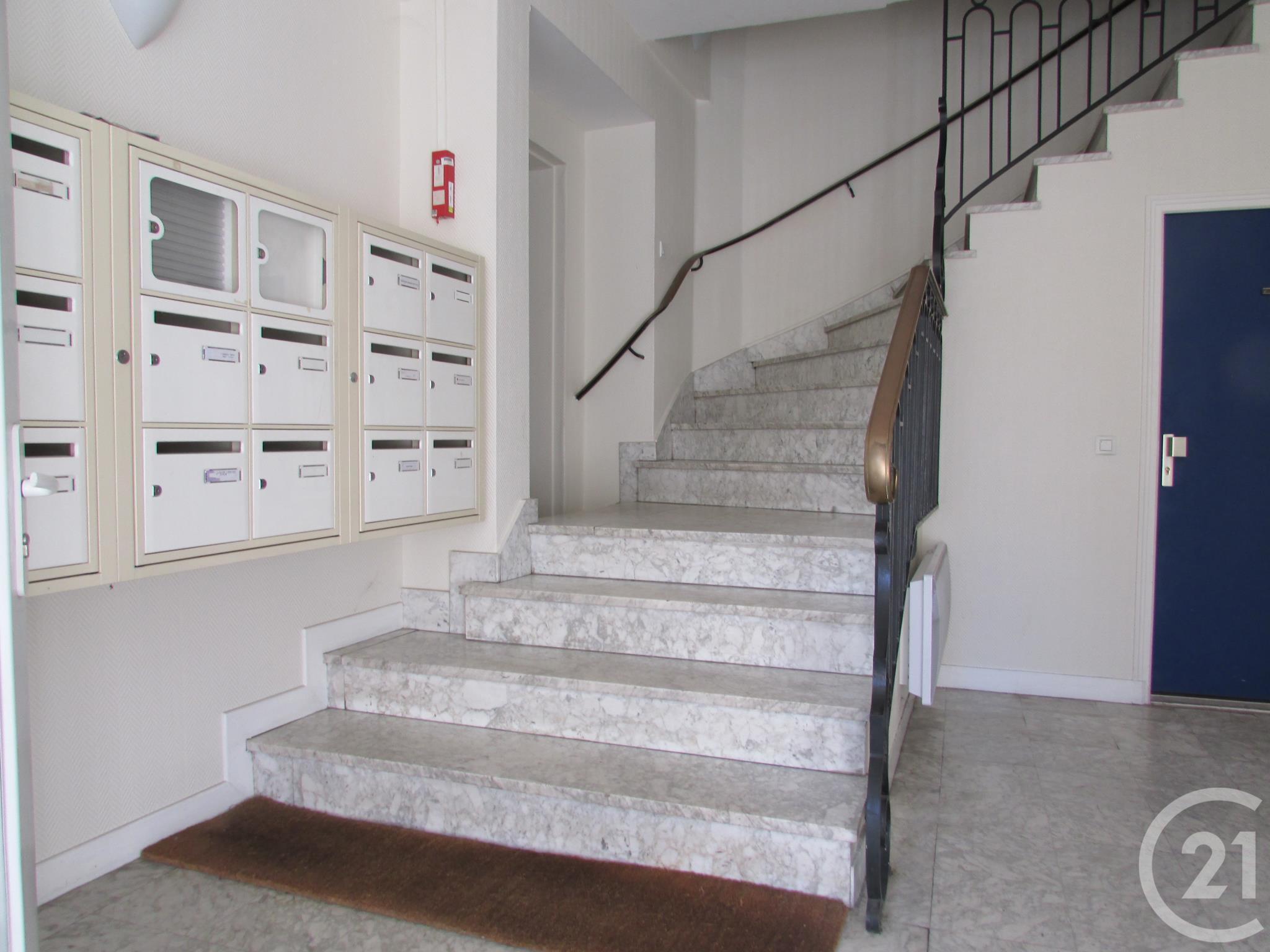 Appartement f2 à louer - 2 pièces - 35 m2 - SOUILLAC - 46 - MIDI-PYRENEES