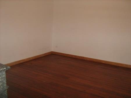 Appartement à louer - 2 pièces - 51 m2 - PROVINS - 77 - ILE-DE-FRANCE