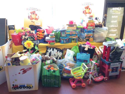 Photo des jouets collectés et stockés à l'agence avant remis au restos du coeur