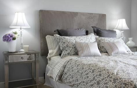 le lit une histoire de tout repos. Black Bedroom Furniture Sets. Home Design Ideas